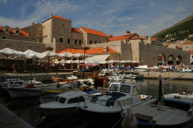 Restaurants and cafes along the small harbor